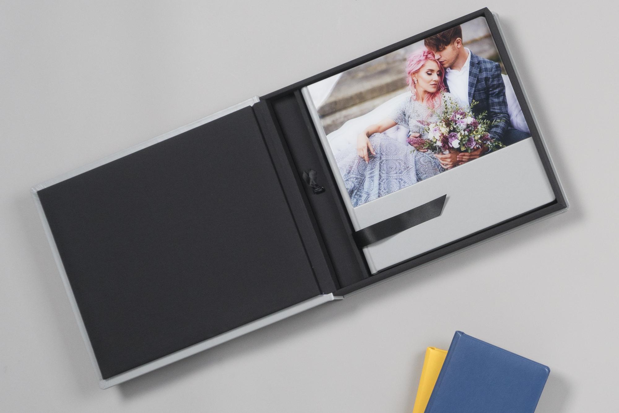 Professional acrylic wedding album with mini USB and box